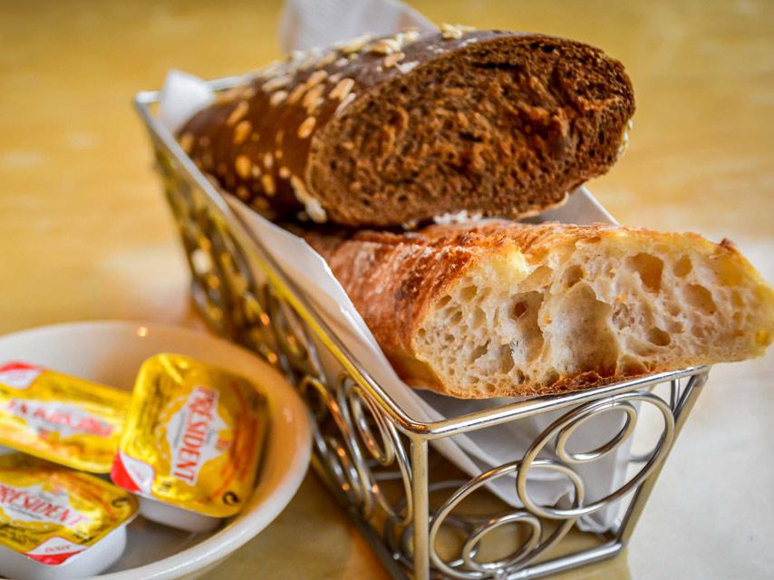 les-bonnes-raisons-de-preferer-le-pain-complet-au-pain-blanc (1)