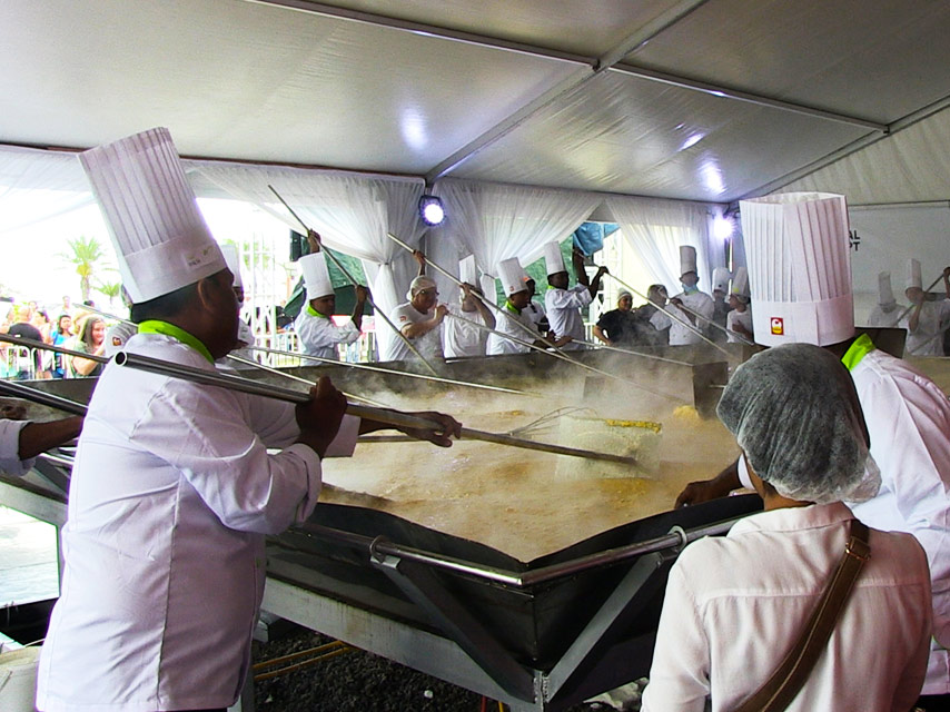 guinness-world-record-for-largest-scrambled-egg-broken-in-mauritius (1)
